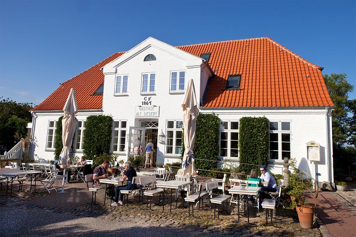 Gasthof Alt Sieseby im Frühling